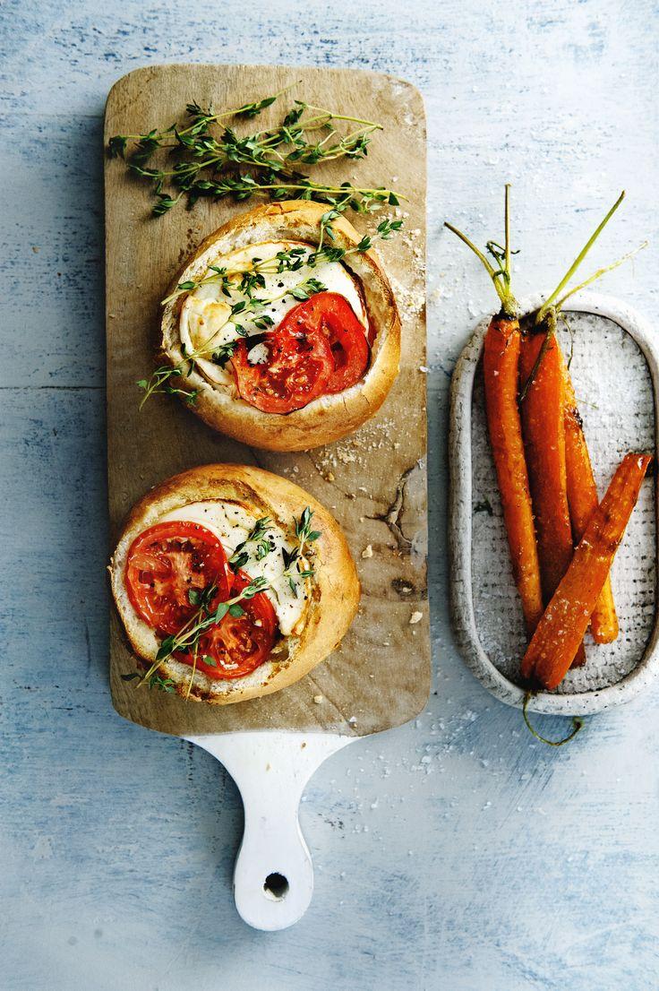 Gevulde geitenkaas-tomaatbollen uit de oven