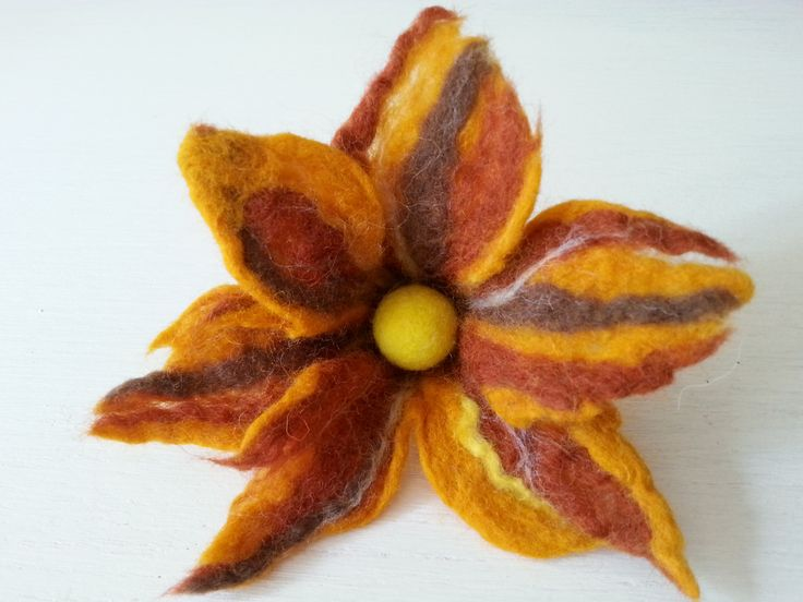 kwiat filcowany na mokro, wet felted flower brooch