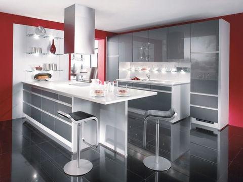 Rouge et gris pour une cuisine technologique et moderne