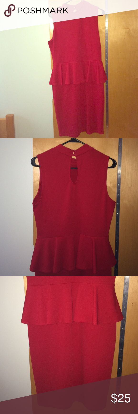 Fashion to Figure Red Peplum Dress Sz 1X Great Buy Fashion to Figure Red Peplum Dress. Curvy Fit! Keyhole design on back. SUPER CUTE!! Plus size! Size 1X Slightly worn. Great condition! Great Buy! Fashion to Figure Dresses Mini