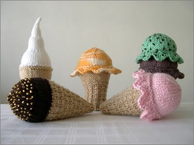 Ice Cream Cones - Free Knitting Pattern here: http://i-like-lemons.blogspot.de/2008/05/scooped-knit-ice-cream-cone-patterns.html