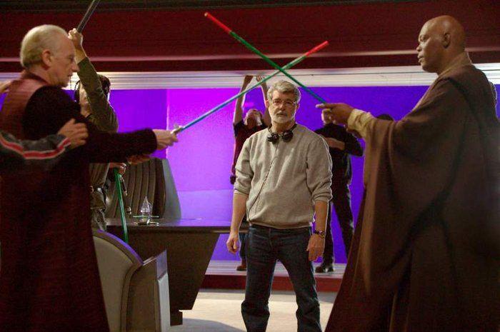 Ο Λούκας σκηνοθετεί μια ξιφομαχία ανάμεσα στον Ίαν ΜακΝτάιαρμιντ και τον Σάμιουελ Τζάκσον στο «Επεισόδιο 3 - Η Εκδίκηση των Σιθ»