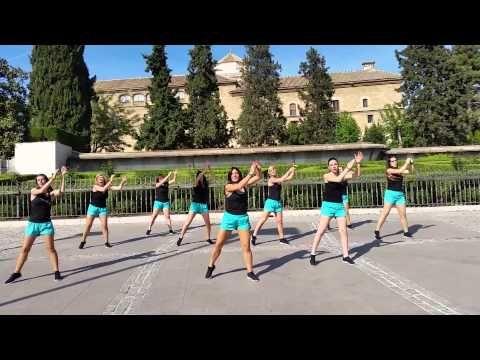 Zumba (caballito de palo) LOKAS POR EL GYM - YouTube