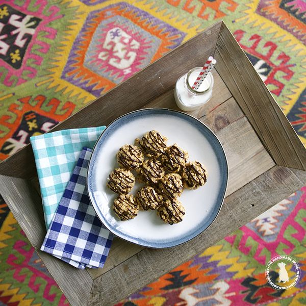 Looking for a healthy, homemade, afternoon snack?  Try making these easy no bake granola bites from The Handmade Home. #granolasnack #kids
