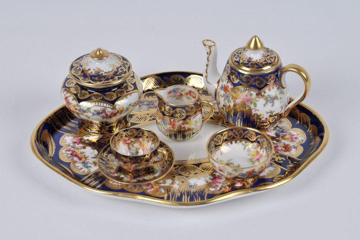 Crown Staffordshire Porcelain (United Kingdom) — Tea set with tray (3947×2631)