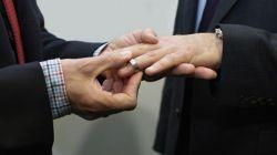 USA  La iglesia de Kentucky celebra un matrimonio entre dos hombres