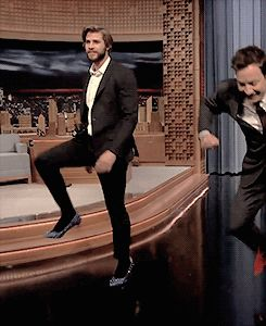 Liam Hemsworth And Jimmy Fallon Try To Walk In High Heels...