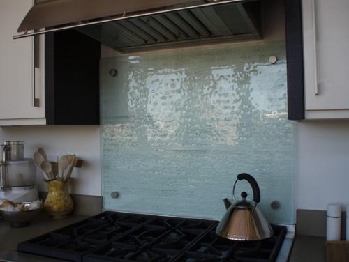 Glass backsplash just behind cooktop kitchen pinterest for Solid glass backsplash behind stove