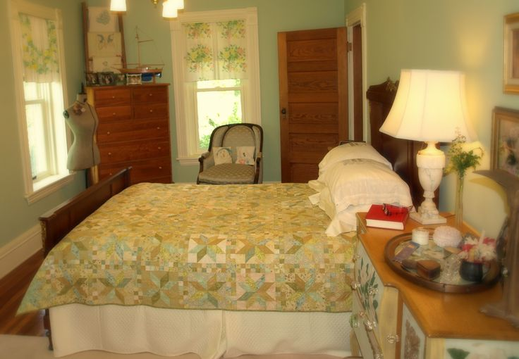Bedroom In 1890s Home Decorating With Quilts Pinterest