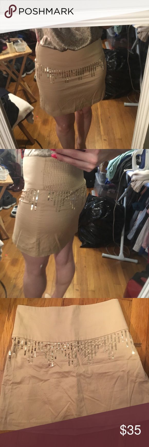 """Gold sequin Free People Skirt size 4 This is a beautiful skirt!! It's a light gold/tan with gold sequins. Size 4, with stretch to it. The back also has extra stretch to it. As shown in the photos. This is a great """"night out"""" skirt, or can be worn with flats for a daytime look. Free People Skirts Mini"""