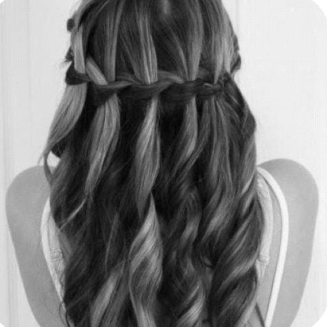 Cute beach curls Home wedding hairstyle hindu wedding reception hairstyles