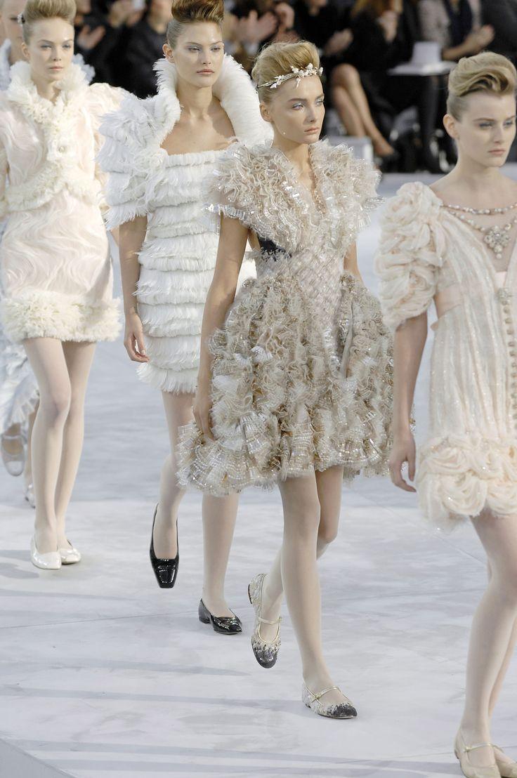 Finale Chanel Haute Couture S/S 2008: Kori Richardson, Snejana Onopka, Catherine McNeil & Siri Tollerod.