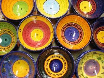 Marokkaanse schalen. Ik heb er ook twee, hele mooie, zelf gekocht in Marokko.