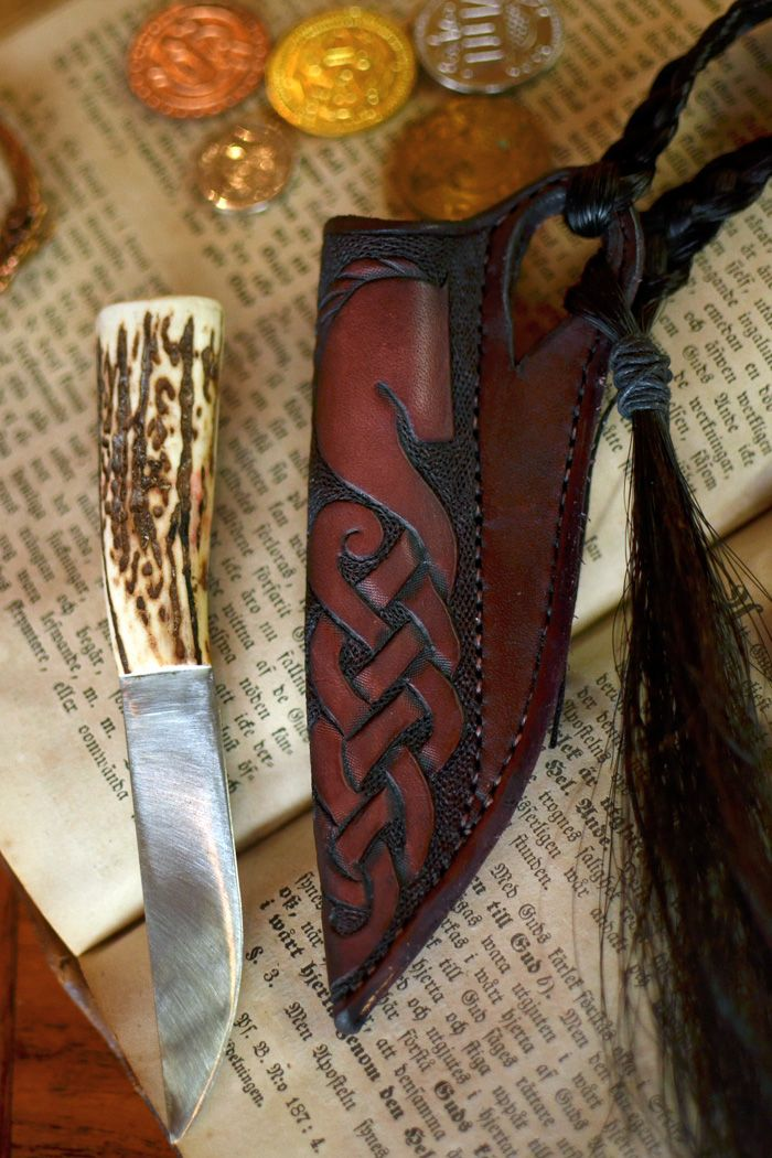 Knife sheath with horse hair. http://ailim.blogg.se/