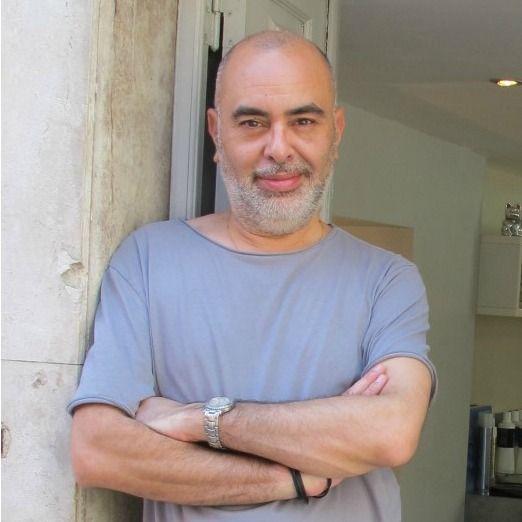 Peter da Silva - cabeleireiro acidental no Bairro Alto, em Lisboa.
