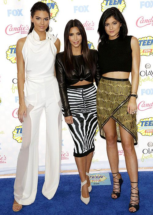 Kendall Jenner, Kim Kardashian, and Kylie Jenner striking their fiercest poses at the 2014 Teen Choice Awards