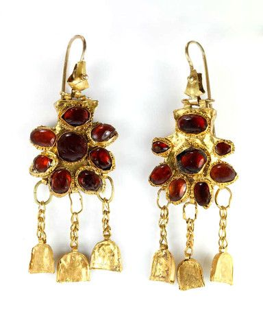 A superb pair of Gold & Garnet Earrings, Nineveh, ca. 2nd century BC/AD