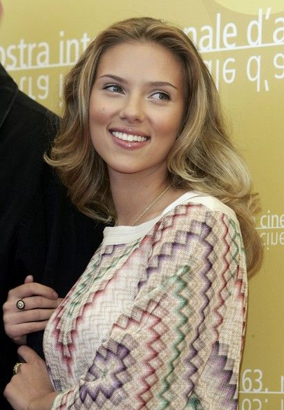 Scarlett Johansson. Love her hair here