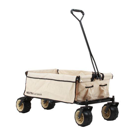 キャンプサイトへ荷物を運ぶのに便利な、折りたたみ式キャリーカート。幅広で溝付きのタイヤを採用。個性的なルックスと、荒れたキャンプ地でもスムースに移動できる機能性を追加。ワンタッチで組み立て、折りたたみが出来ます。キャンプ時に便利なサイドポケ