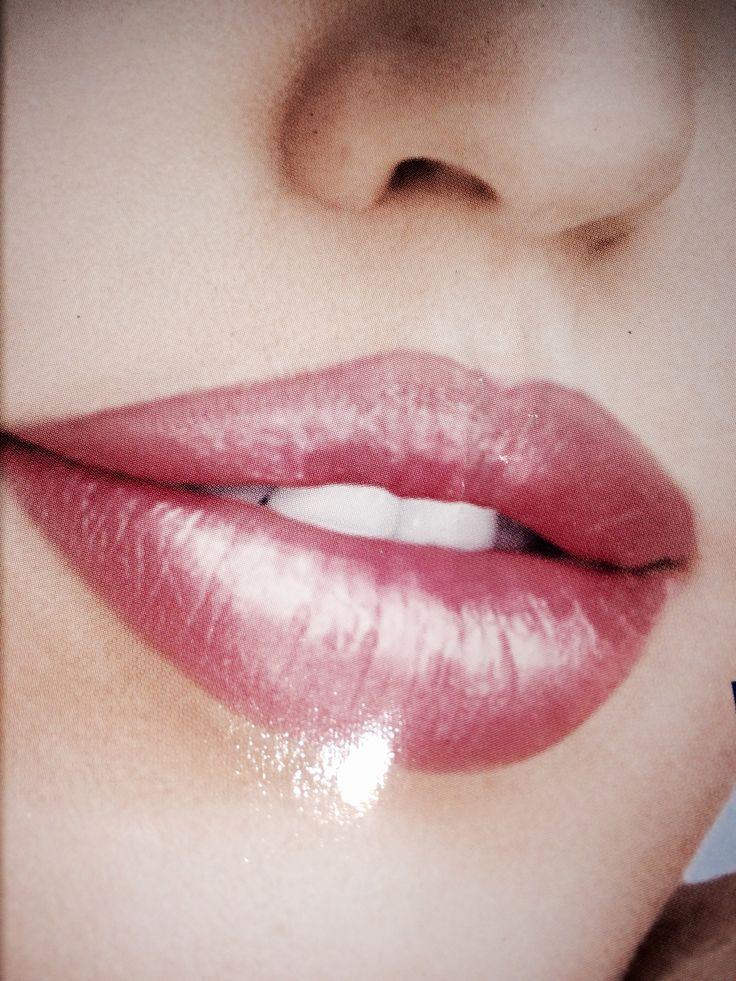 Labios sexys con implantes faciales