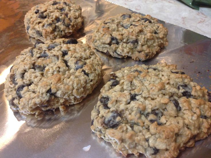 21 Day Fix Oatmeal Chocolate Chip Cookies | 21 Day Fix Containers: 1 Yellow, 1/4 Purple for 2 cookies