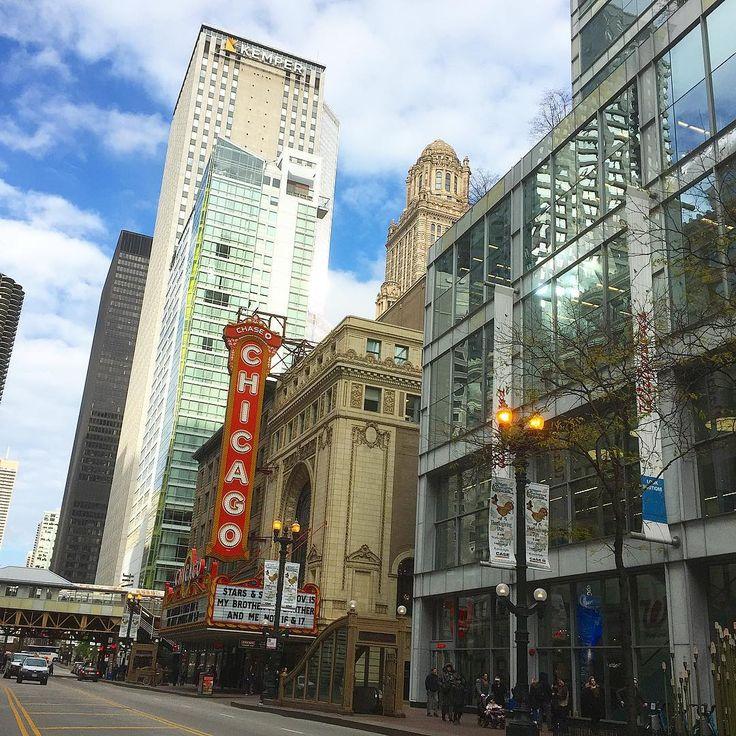 Throwback to last Mondays brunch in my beautiful city. #chicago #chitown #hometown #bornandraised #chicagotheatre #theatre #statestreet #statest #architecture #city #citylife #beautiful #dayinthecity #tb #latergram #chicagogram #chicagoshots #photography #fallinthecity #mykindoftown #illinois
