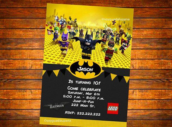 Esta es una invitación para un Lego Batman película evento temático personalizado con los datos de su partido.  Una prueba es enviada con opciones para realizar cambios.  Opciones: DIGITAL: puede imprimir tantas como te gusta usar el ordenador de casa o enviar a un laboratorio fotográfico. IMPRESO: O impreso enviado por correo a usted en cartulina de alta calidad con sobres incluidos. ¿No como lo que ves, quiero otro esquema de color, o tiene algo más en mente? Sienta por favor libre de…