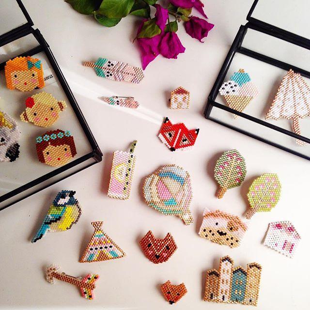 """Vous me demandez souvent des tutos pour les petites broches en perles . Pour répondre à vos questions le tuto sur mon blog permet de créer toutes sortes de modèles ... Après on a peut-être trouvé une solution pour vous . Je dis """"on"""" ... Et oui je ne serai pas seule pour ce nouveau projet  . Les petites boîtes viennent de chez Sarah @ernestestceleste et Elodie #littlemarmaille nouvelle petite boutique à Vannes à découvrir  #rosemoustache #motifrosemoustache #perles #perlesaddict #defip..."""