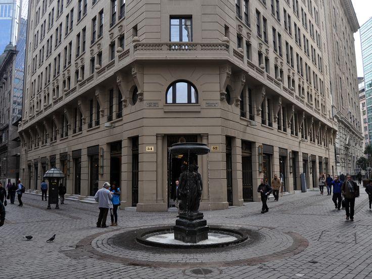 Calle Nueva York, donde se encuentra la bolsa de comercio de Santiago