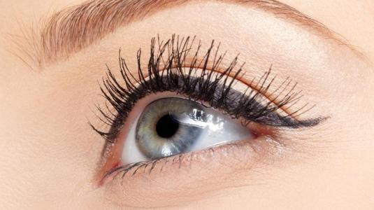 Grüner Star (mediz.: Glaukom) ist ein Sammelbegriff für verschiedene Augenkrankheiten, die den Sehnerv und die Netzhaut schädigen. Ein Grüner Star tritt meist erst nach dem 40. Lebensjahr auf, die Häufigkeit nimmt mit steigendem Lebensalter zu. Grüner Star kann aber auch angeboren sein. Unbehandelt führt ein Grüner Star zur Erblindung – es ist deshalb besonders wichtig, die Warnzeichen der Krankheit frühzeitig zu erkennen.