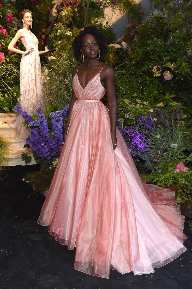 Pink tendência: 26 vestidos de festa cor-de-rosa para desejar já | Dresses, Trendy dresses, Prada dress