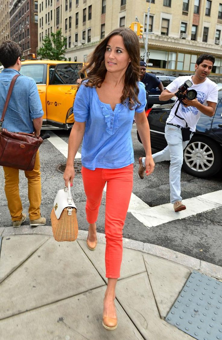 2 bright colors accessorized with neutrals. Love the shoes
