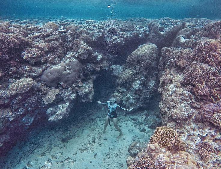 Underwater view of Banda Neira . . In Frame : @marischkaprue 📷 by : @utianastasia . . #explorebandaneira #visitbandaneira #visitmaluku #hattaisland #pulauhatta #bandaneira #bandaneiraisland #ExploreMaluku #visitmalukutenggara #pulauai #pulaurun #tukangjalantrip #tukangjalan #indonesia #pesonaindonesia #indonesiabagus #liburanmurah #liburanseru #wonderfulindonesia #explorenusantara #traveling #tour #travelphotograph #instagoods #beautifulplaces #beautifuldestinations