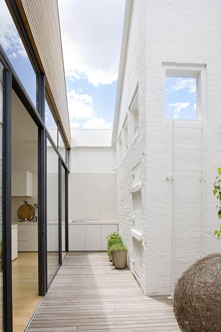 Cohen residence entry courtyard modern landscape houston by rh - Windsor Warehouse Residence By Made By Cohen 10