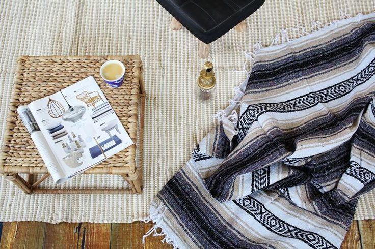 Mexicaanse plaid in sobere kleuren. Mooi te combineren met naturellen, zwart en wit. Nu op casaquente.nl