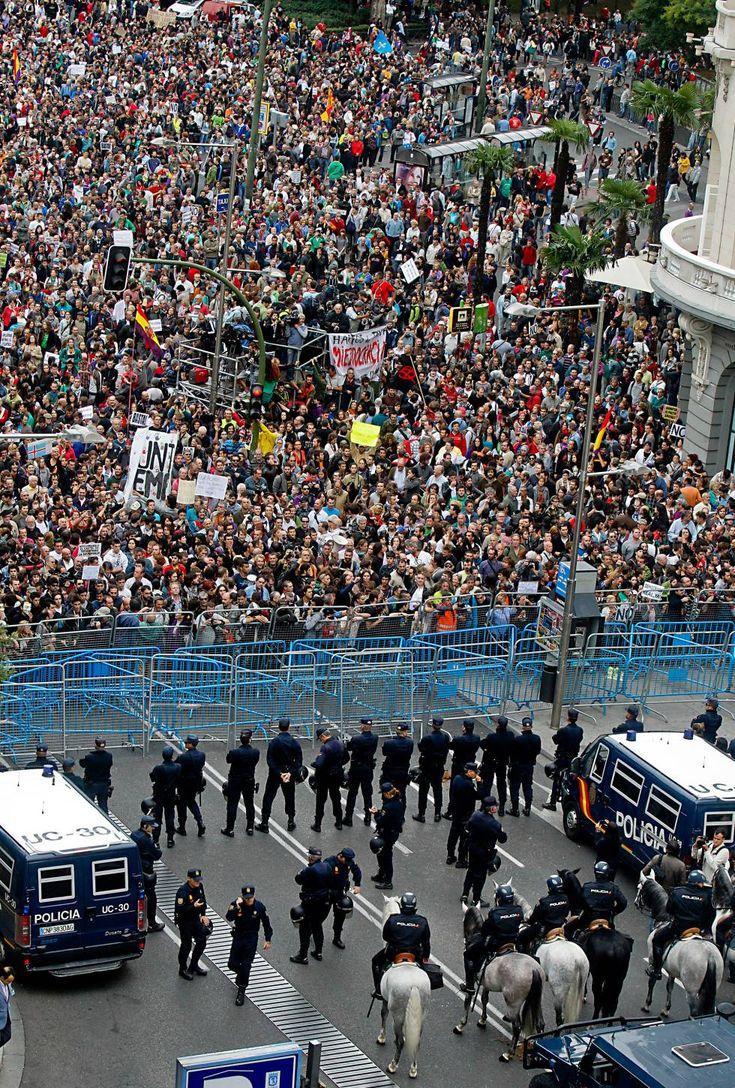 Cuando el Gobierno se tiene que proteger de su pueblo, claramente algo va mal.  25-S Rodea el Congreso | Fotogalería | Política | EL PAÍS