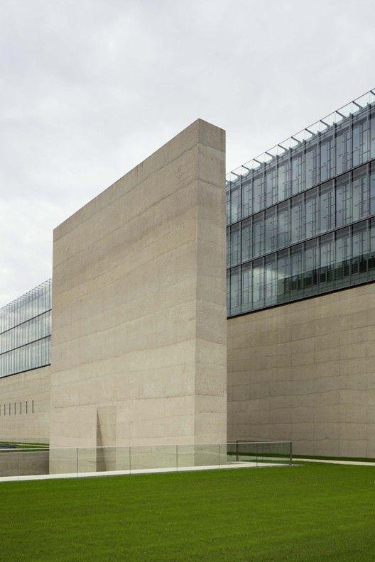 Museu Estatal de Arte Egípcia e Universidade de Cinema e Televisão / Peter Böhm Architekten | ArchDaily Brasil
