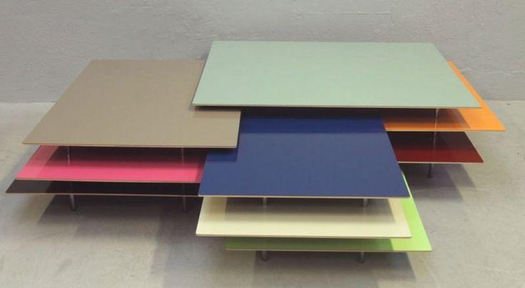 Couchtisch, 3 Teile, Offecct, Claesson Koivisto Rune, Modell 'Etage'. Etage besteht aus drei Couchtischen in unterschiedlichen Farben und Größen. Jeder Tisch mit einer starken und zwei matten Farben. Tischplatten aus laminiertem MDF, Formica High Gloss AR  mit abgefasten Kanten. Beine aus Chrom. Maße Tisch I: L 83 B 72 H 29. Maße Tisch II: L 120 B 83 H 32. Maße Tisch III: L 1200 B 110 H 35. Design: Trio Mårten Claesson, Eero Koivisto und Ola Rune. Geringer Verschleiß.Ehemaliger Listenpreis…