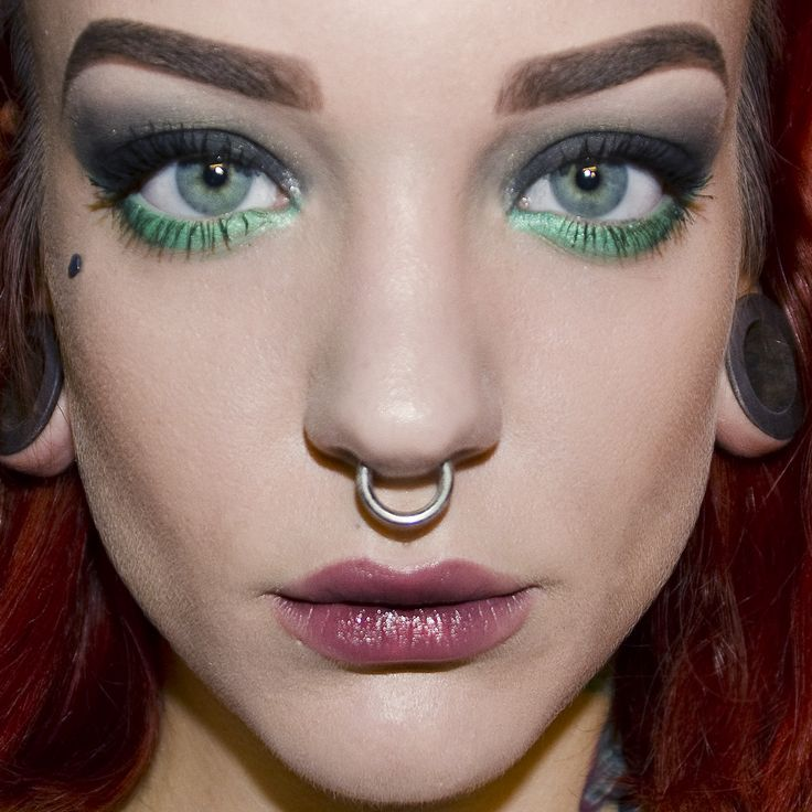 Green eyeshadows and ombre lips. Makeup by Koki9
