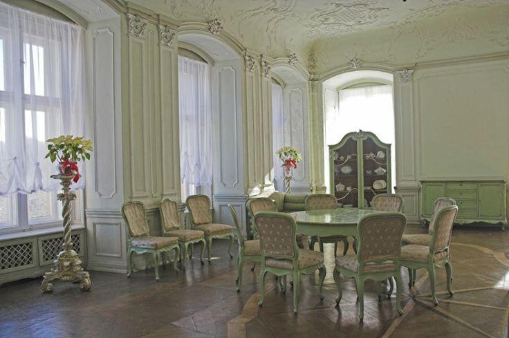 Белый зал в стиле рококо. Замок Ксёнж. Нижняя Силезия. Польша.