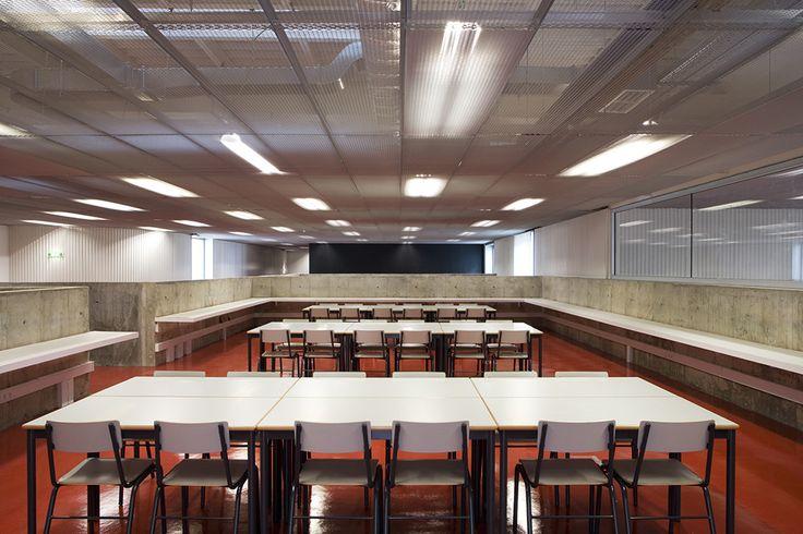 Image 3 of 14 from gallery of D. Dinis Secondary School / Ricardo Bak Gordon. Photograph by Leonardo Finotti