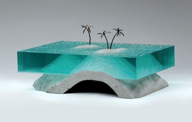 Corpos de água esculpidos a partir de camadas de vidro, do artista Ben Young. - Chiado Magazine