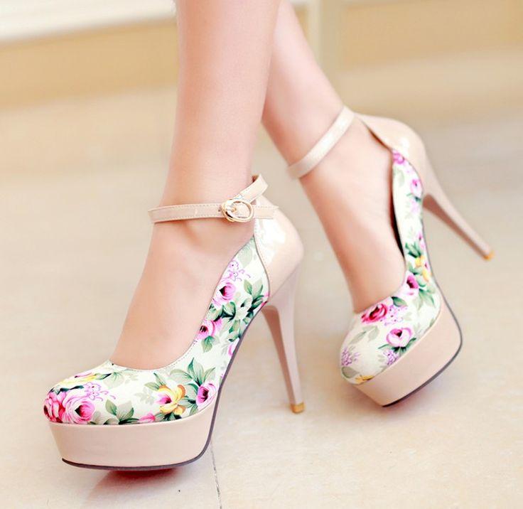 zapatos de tacon estilo floral y hermoso de color albaricoque