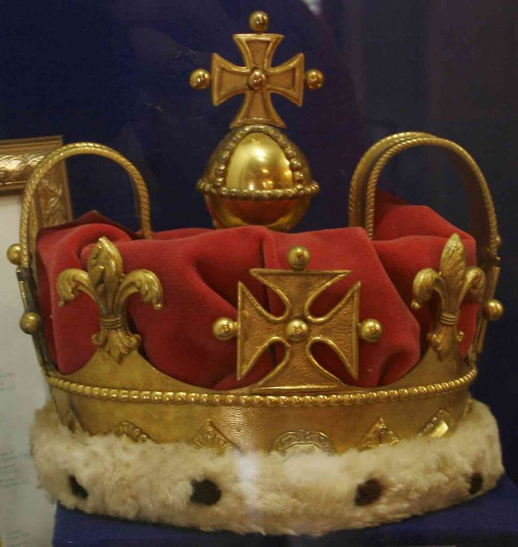 The Prince of Wales Crown. When King Edward VIII abdicated to marry divorcee and socialite Wallis Simpson in 1937, he took the Prince of Wales Crown with him. It returned to the jewel house at The Tower of London on his death in 1972