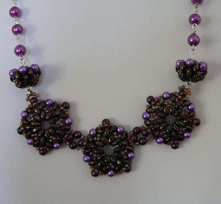 Necklace made of superduo, glass pearls, Toho beads, metal elements and silver 925.  Naszyjnik wykonany z superduo, szklanych perełek, koralików Toho, elementów metalowych i srebra 925.