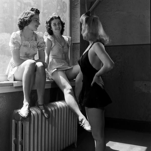 U.S. 1940s  scene.  The models in the shot seem quite interested in what they say and the viewers in what they show and don't show // by Nina Leen