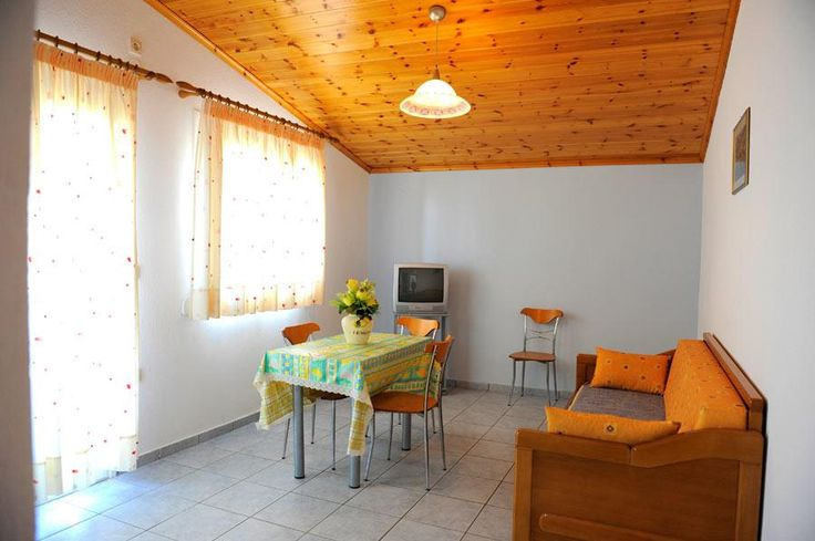 Pansion Dina    Featuring free WiFi and air conditioning, Pansion Dina is situated in Skiathos Town. Each unit features a private bathroom with a shower, TV and air conditioning. Towels and bed linen are provided.
