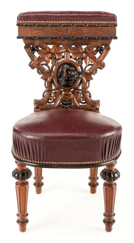 Furniture : English, A VICTORIAN OAK AND WALNUT PRIE DIEU. Circa 1900.