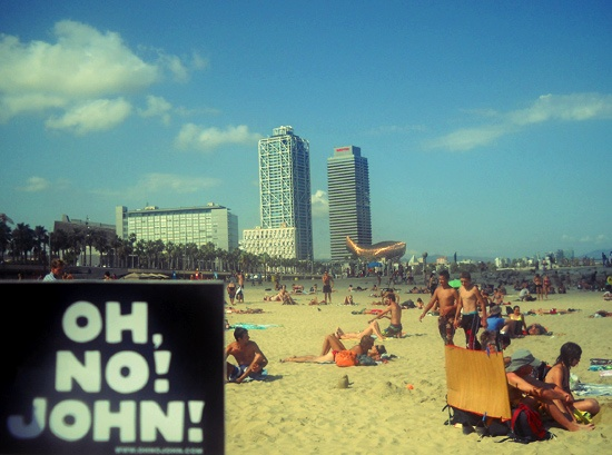 Holidays in Barcelona with John! ph. M.Marilù #ohnojohn #barcelona #spain #barceloneta #holiday #party #fun #sun #seaside
