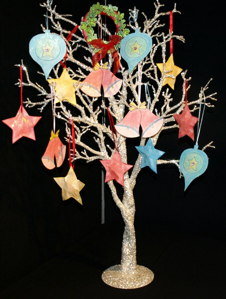 Tree decorated with crafts made from templates at http://www.ezyshaid.com and coloured with FLIPTEZ